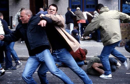 Хуліган намагався забити до смерті пенсіонера на вулиці