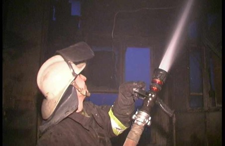 Один гараж горів, а власник сусіднього гаражу надишався тим чадом і помер
