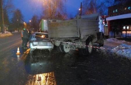 Потрійна ДТП у Харкові: тролейбус і ще двоє (ФОТО)