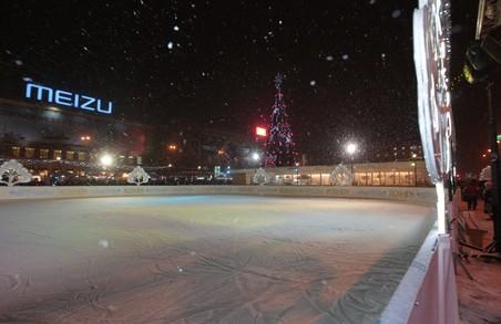 Скільки коштує покататися на ковзанах у центрі Харкова і як покататися безплатно (ВІДЕО)