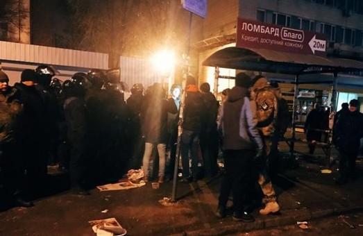 """Уночі у Києві пройшли зіткнення між власниками МАФів, представниками батальонів і невідомими """"тітушками""""/ Фото"""