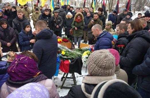 В Дергачах поховали бійця Романа Радивiлова, який загинув на Світлодарській дузі