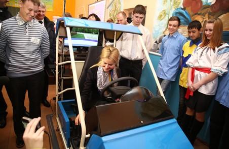 Юлія Світлична власноруч випробувала сучасний автомобільно-тренажерний комплекс