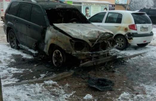 Джип на Тракторобудівників згорів вщент/ Фото, Видео, Доповнено