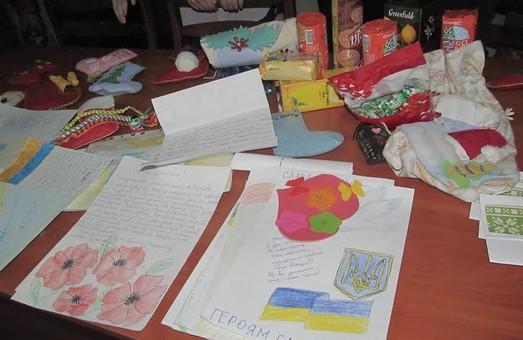 Учні харківських шкіл передали новорічні подарунки військовим 92 ОМБр