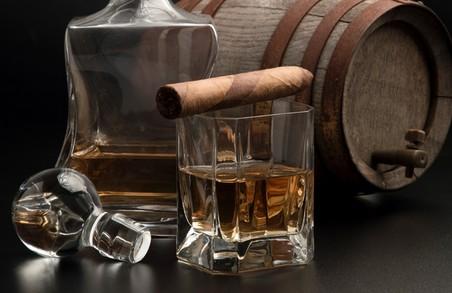 Добряче випити і покурити українцям у 2017 році стане дорожче