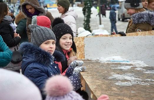 Каток на Майдані Свободи став улюбленим місцем зимового відпочинку харків'ян/ Фото, Відео