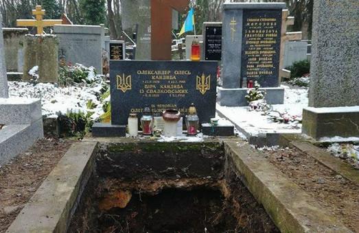 У Празі розкопано могилу Олександра Олеся – коментар МЗС України