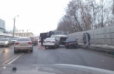 Три ДТП: вантажівка проїхалася по зустрічній смузі, постраждало 4 легковушки