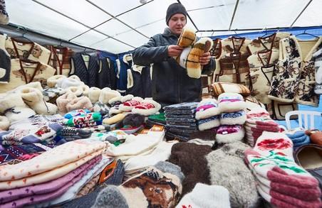 Біля Покровського монастиря проходить православний ярмарок/ Фоторепортаж