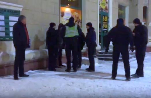 Хто стріляв? У центрі Харкова поліцейські затримали молодика за порушення громадського порядку
