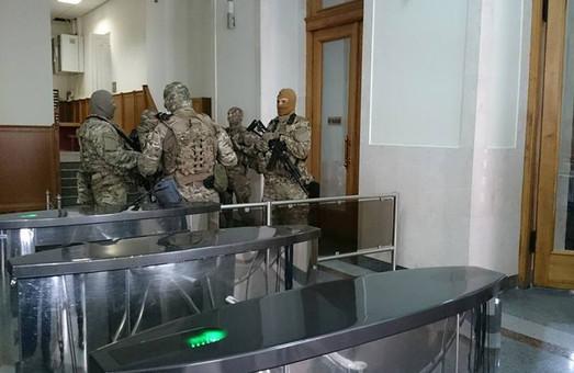 """Правоохоронці затримали юриста міськради на """"хабарі"""" - ЗМІ"""