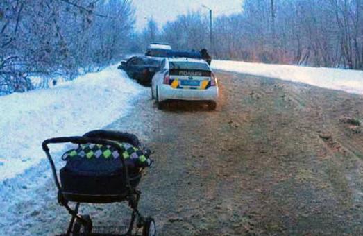 Післяріздвяні ДТП: п'яний наїхав на жінку з немовлям в візочку. Загинули люди/ Фото