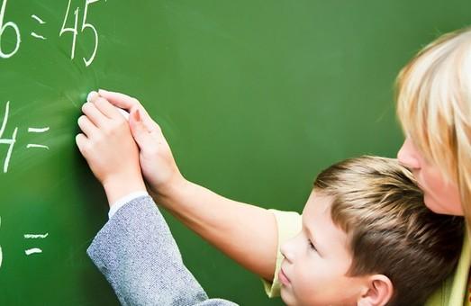 Уряд підвищив зарплати вчителям
