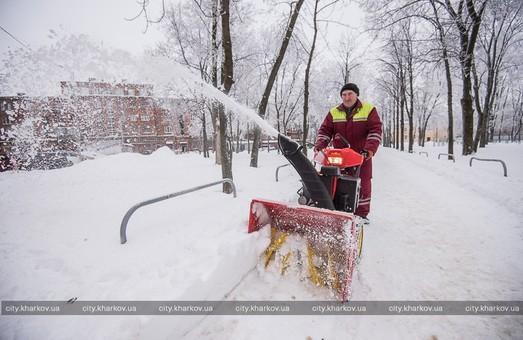 Сніг у Харкові почали вбирати за допомогою нових роторних снігоочищувачів/ Фото