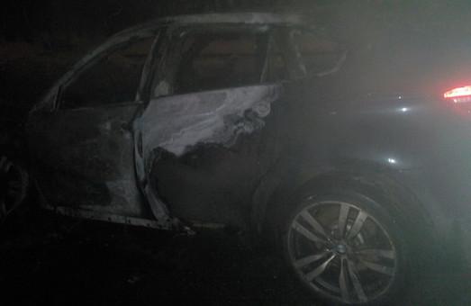 У Харкові згоріла автівка вартістю в кілька мільйонів/Фото, Відео