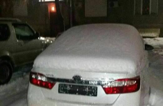 Викрадачі сховали машину в снігу