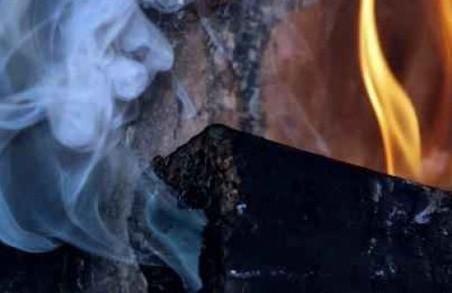 Життю 7 членів сім'ї, які отруїлися продуктами горіння, нічого не загрожує - міськрада