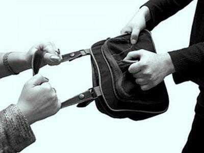 Вуличні грабіжники з Московського району пограбували жінку
