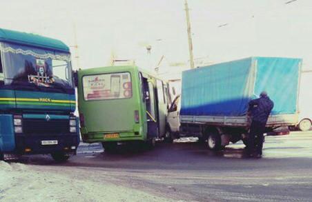 Дві «Газелі» постраждали в ДТП на харківських перехрестях /ФОТО