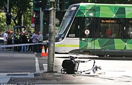 ДТП в Австралії: автівка в'їхала у натовп (Відео)