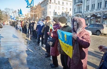 Заради єдності та соборності: сьогодні в Харкові пройшла акція «Ланцюг єднання»