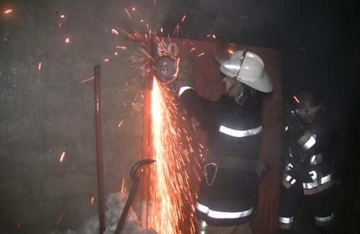 У Харкові згоріли в гаражах Lexus LX-350, Mitsubisi Pagero та Mercedes-124/ ВІДЕО