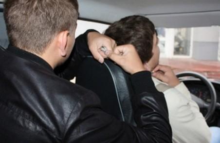 У Харкові розкрито розбійний напад на таксиста, скоєний іноземними студентами