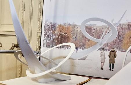 Вибираємо з проектів пам'ятників на площі Свободи/ Фоторепортаж