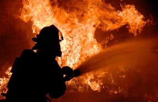 У Валківському районі сталася пожежа. Мешканця квартири вдалося врятувати