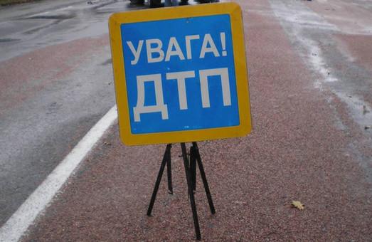В Харкові сталося зіткнення автомобілів ВАЗ і Skoda Fabia. Є постраждалі