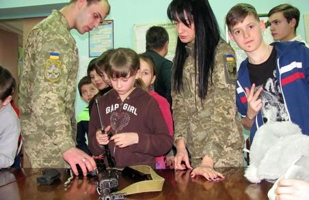 Офіцери Харківського військкомату передали іграшки хворим дітям