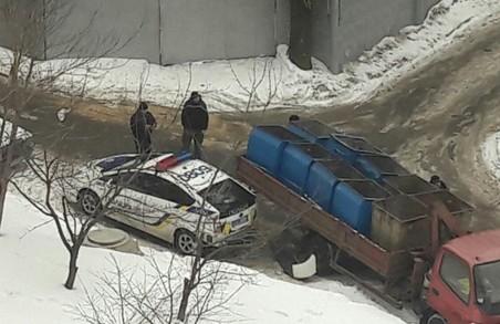 Сміттєвоз пом'яв патрульну машину, а Харків лишився важливого приладу: ДТП за добу / ФОТО