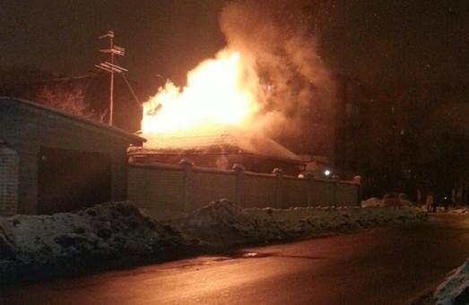 У Харкові 13 рятувальників гасили приватний будинок