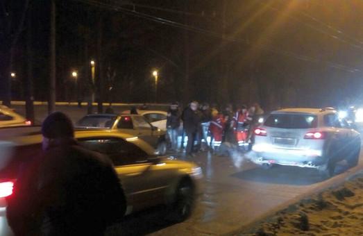 ДТП у Харкові: збитий насмерть пішоход, побита «швидка» і згоріла маршрутка / ФОТО, ВІДЕО