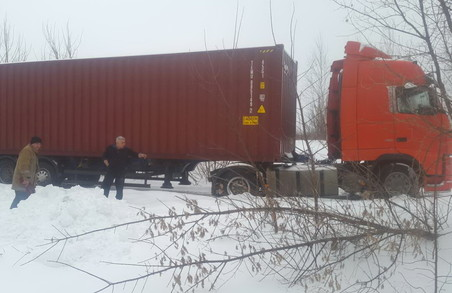 Харківщина VS снігові замети. Рятувальники витягають швидкі, фури, людей/ Фоторепортаж
