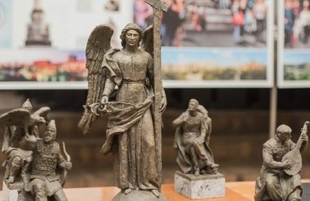 Анахарсіс, скіф з Північного Причорномор'я, та поет-романтик Петренко прикрасять янгела на 86-метровій колоні в центрі Харкова