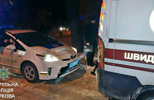 У Харкові в «швидку» в'їхав бензовоз, Kia Ceed спричинив потрійну ДТП, від удару машина вскочила на замет / ФОТО