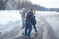 Після жеребкування австралійські тенісистки зіграли у сніжки / Фоторепортаж