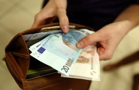 У Європі мінімальна зарплата складає від 235 до 1999 євро