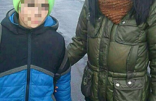 """8-річний хлопчик """"втік"""" з дому до супермаркета"""