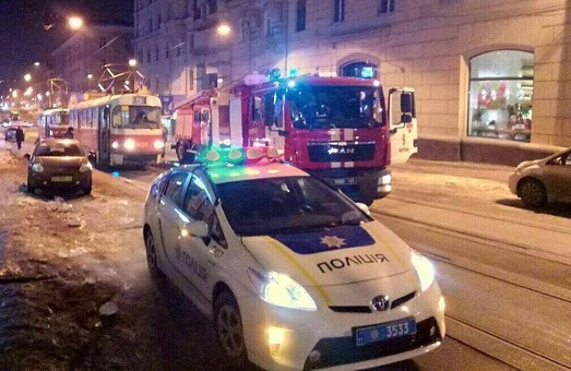 """Вечір неприємностей: горів трамвай, в ДТП потрапляли """"Шевроле""""/ Фото"""
