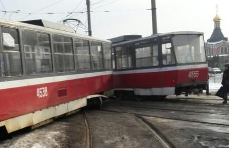 Машини потрапляють під машини, а трамваї - під трамваї (Фото)