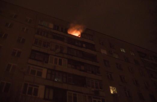 Мешканців багатоповерхівці на Клочківській евакуювали через пожежу. Підвезли пожежну драбину/ Фото