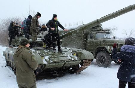 Школярам зблизька показали гармати й танки / Відео+фото