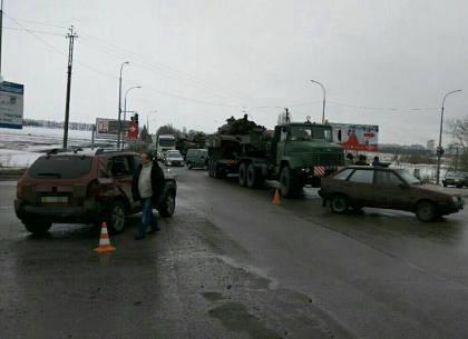 В Харкові авто врізалось в колону спецтехніки (фото, відео)