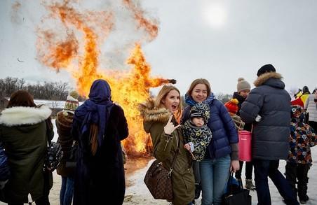 У гольф-клубі спалили опудало Масляної / Фоторепортаж
