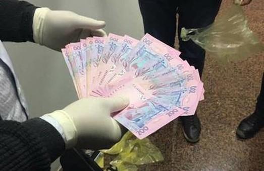 У Харкові поліцейському-хабарнику загрожує до 10 років за ґратами: фото