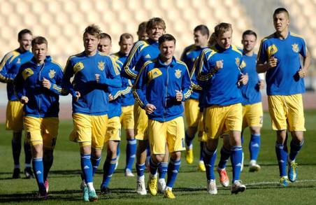 Українські футбольні клуби зголосилися посунутися