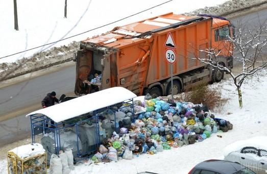 Сміттю Садового перекрили дорогу на Харків у Дніпропетровській області